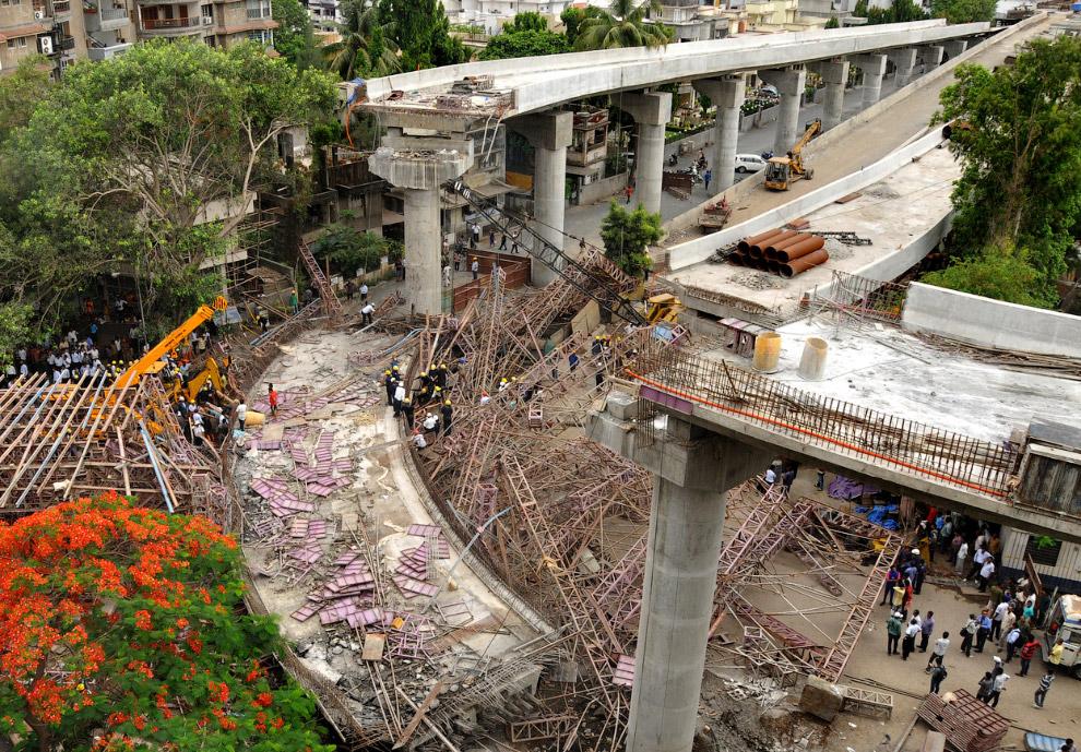 10 июня в 260 км от Ахмадабада в Индии рухнул мост