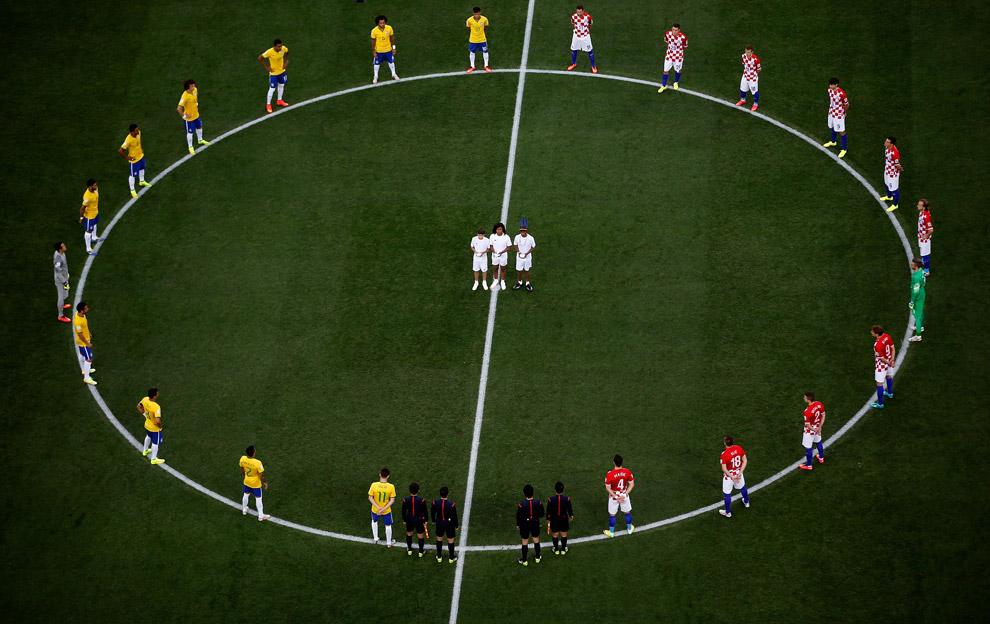 Матч открытия прошел сразу после церемонии открытия на стадионе в Сан-Паулу