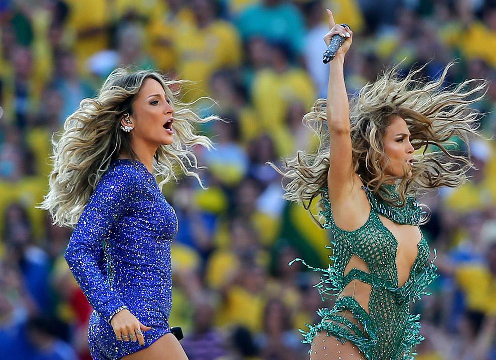 Певцами были американка Дженнифер Лопес и бразильянка Claudia Leitte