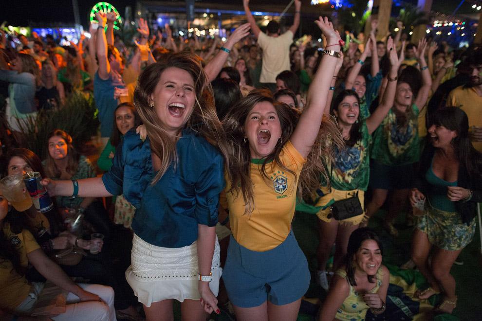 Бразильские болельщики в Рио-де-Жанейро