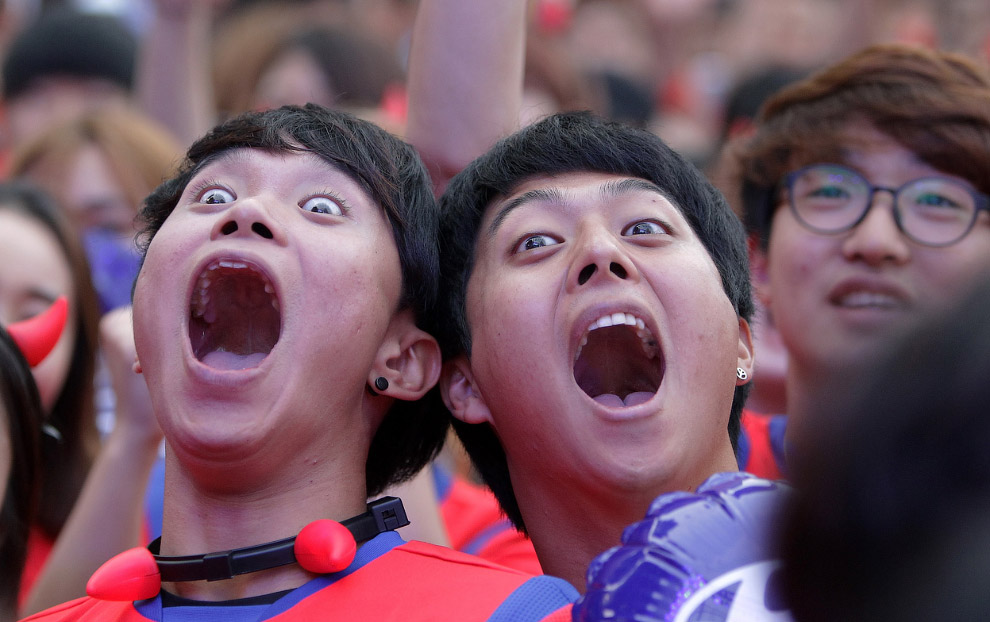 Южнокорейские болельщики в Сеуле