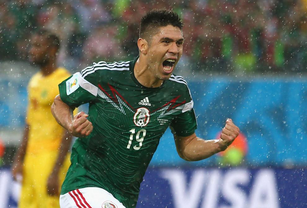 Мексиканец Орибе Перальта забил гол в ворота Камеруна
