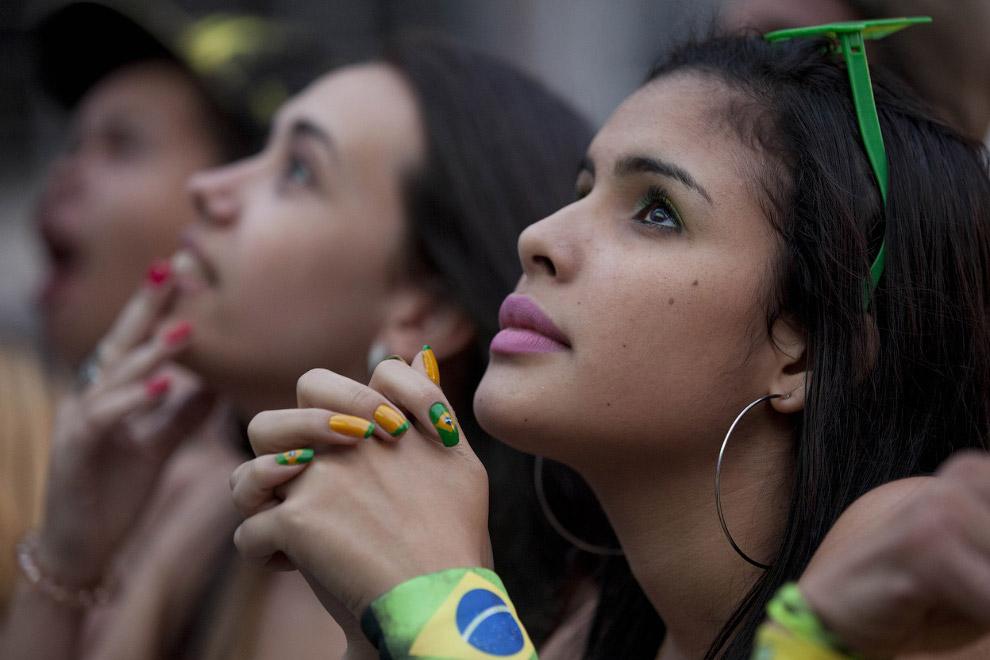 Болельщики смотрят матч Мексика-Бразилия