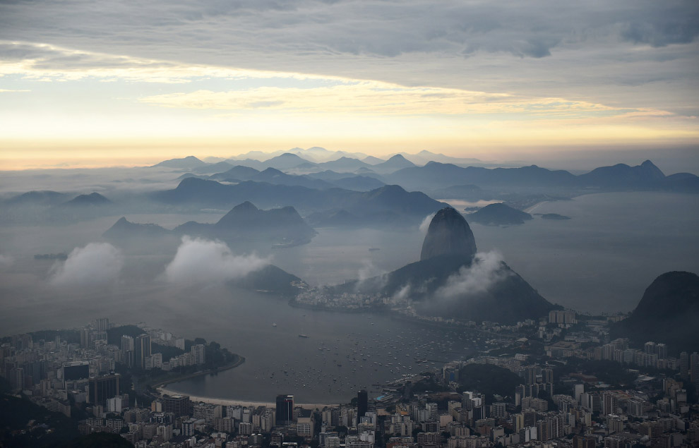 Вид на Рио со статуи Христа-Искупителя