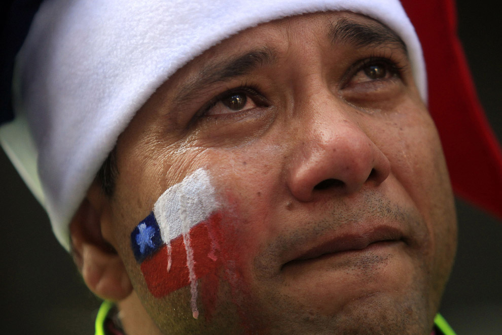 Болельщик сборной Чили после поражения от сборной Бразилии