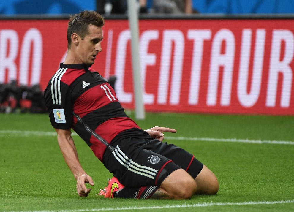 Нападающий сборной Германии Мирослав Клозе