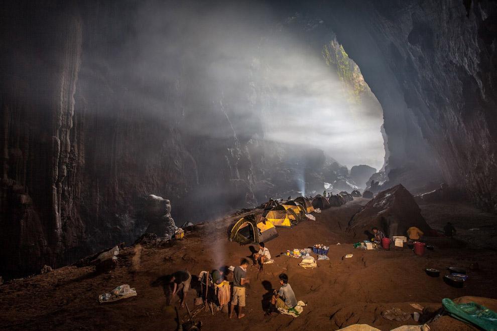 Большая разница температур создает в пещере облака и туманы