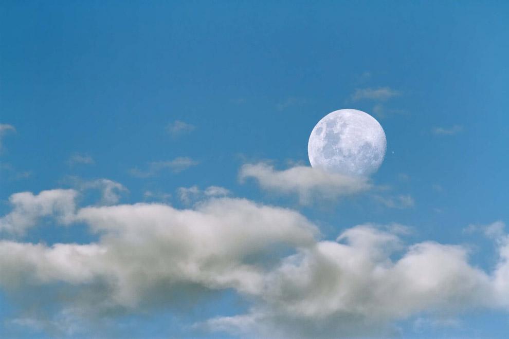 Луна и самый большой гигант Солнечной системы — Юпитер