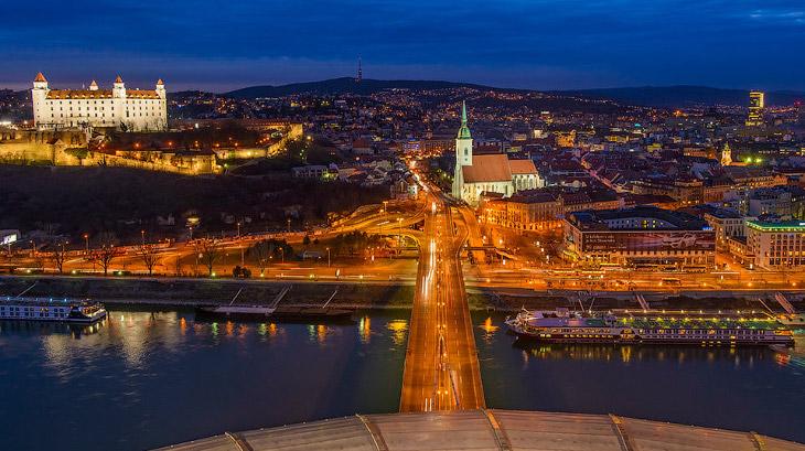 Братислава, Словения