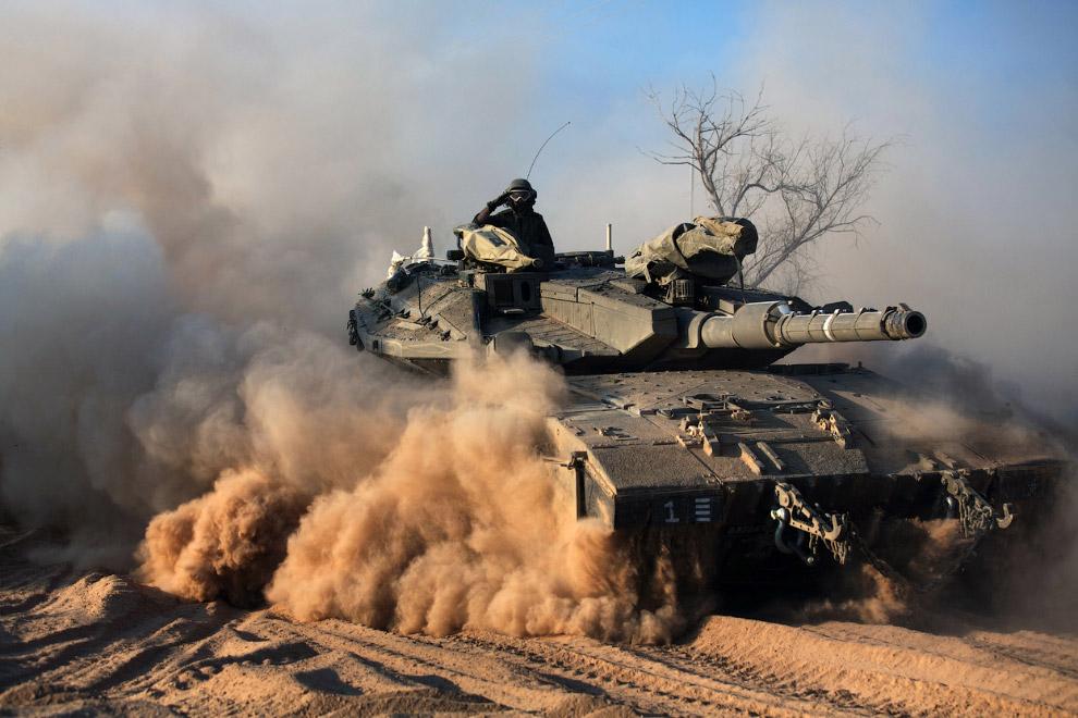 Израильские танки на границе с сектором Газа