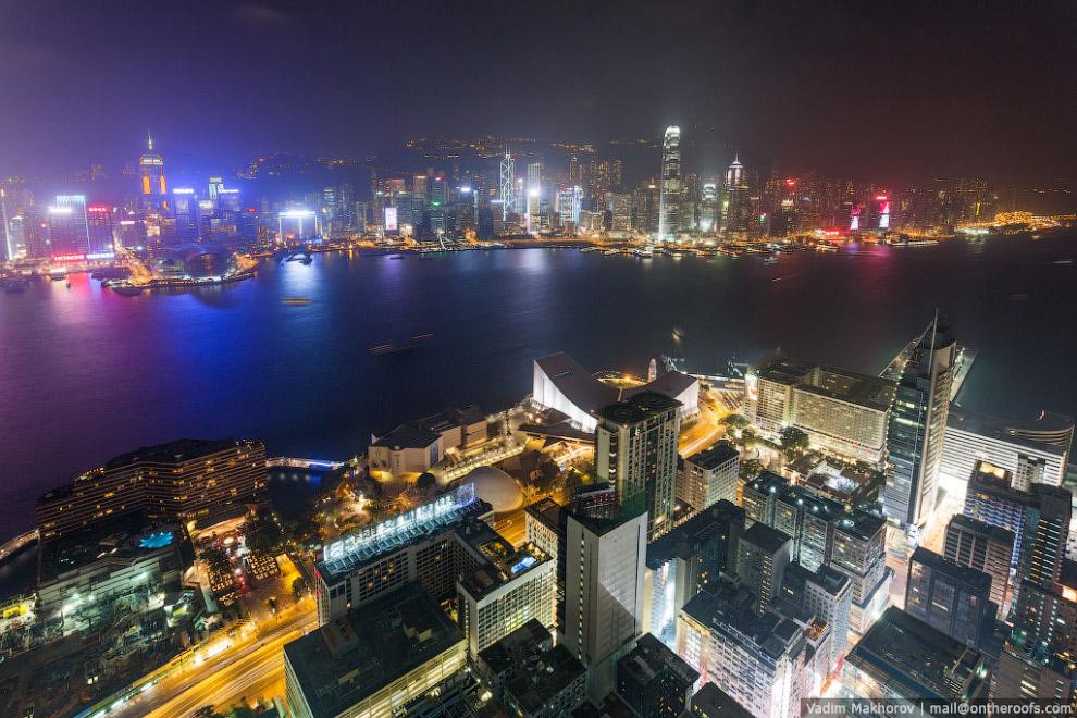 Ночной вид с K11 - одного из самых высоких жилых зданий в Гонконге