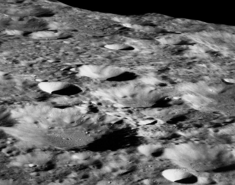 Выход на лунную орбиту. Уже видны лунные кратеры