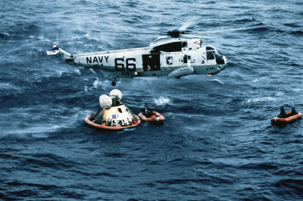 Экипаж корабля «Аполлон-11» успешно вернулся на Землю и приводнился