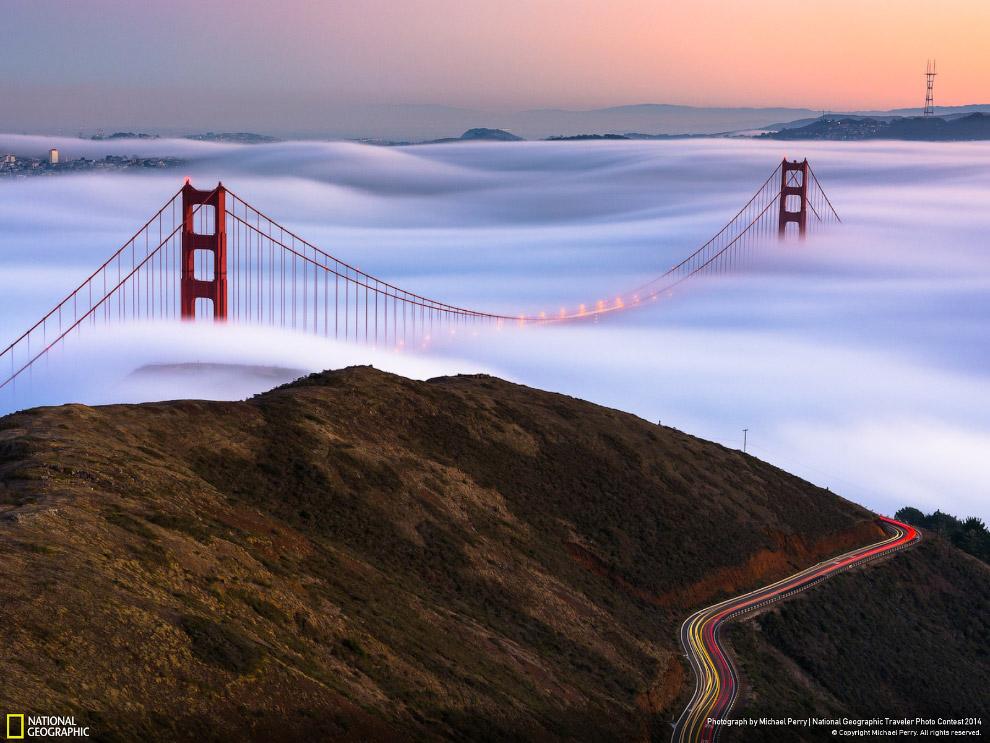Туман и мост мост Золотые Ворота в Сан-Франциско