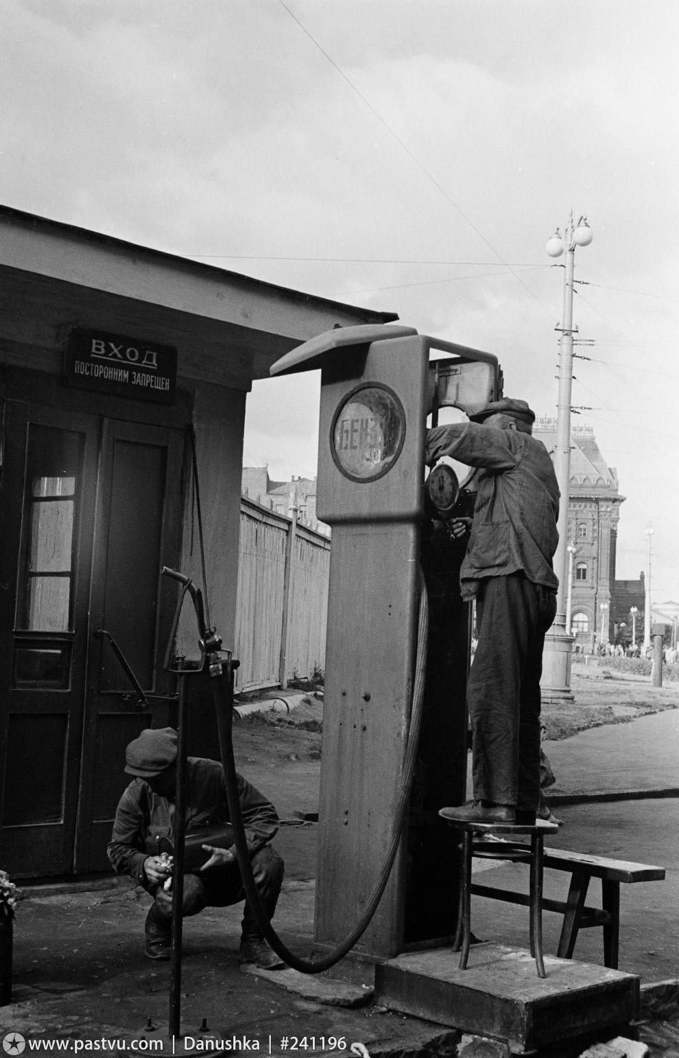 Заправочная станция около Метрополя