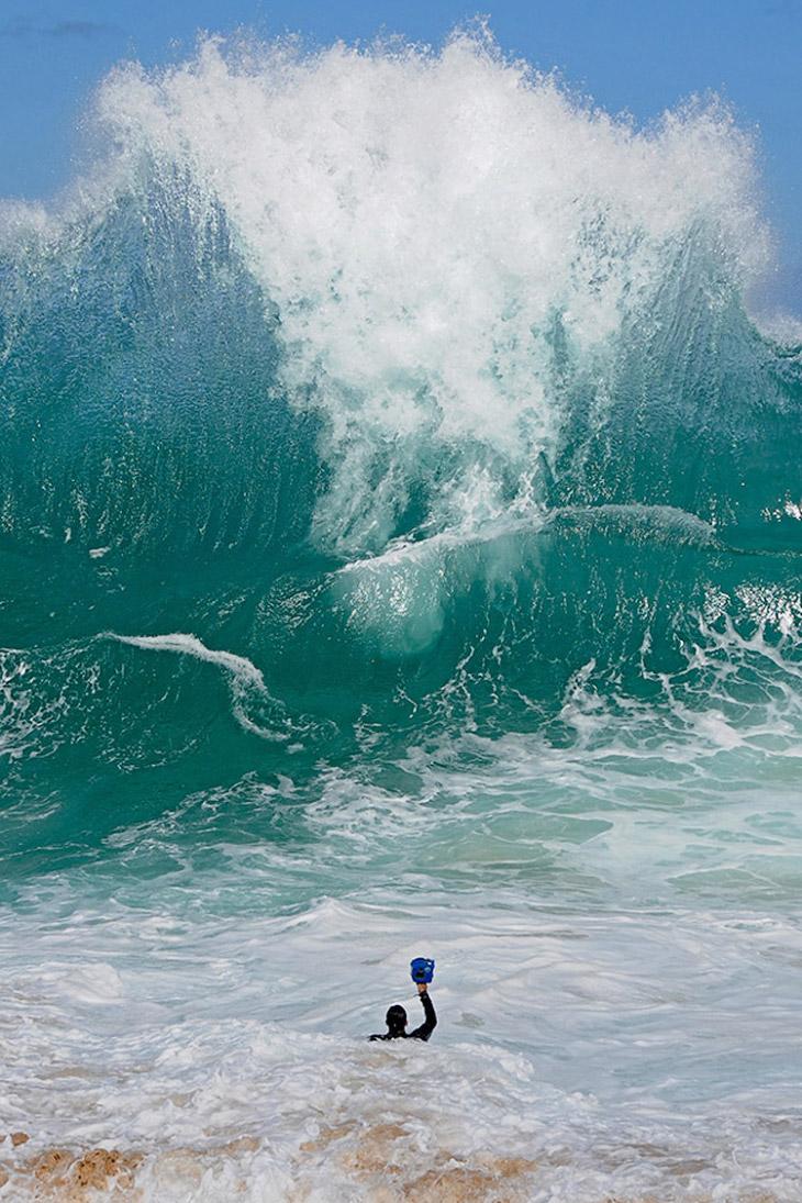 Съемка непредсказуемых волн — опасное занятие
