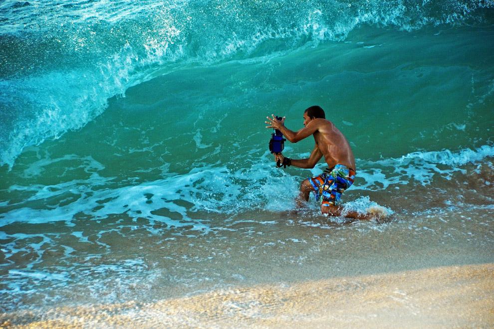 Фотограф Кларк Литл снимает волны на Гавайях