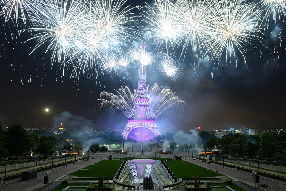 Франция празднует Дня взятия Бастилии