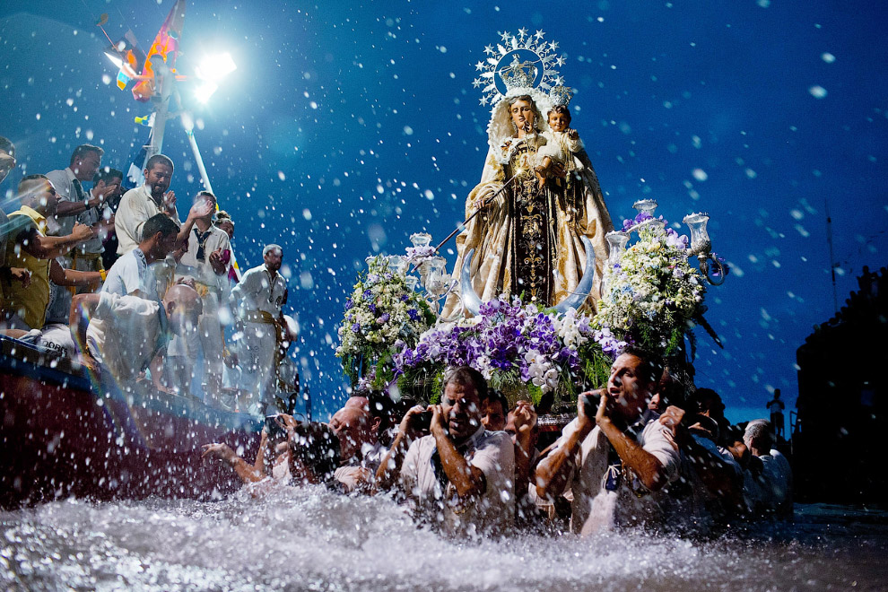 Праздник в честь покровительницы рыбаков и моряков Вирхен дель Кармен
