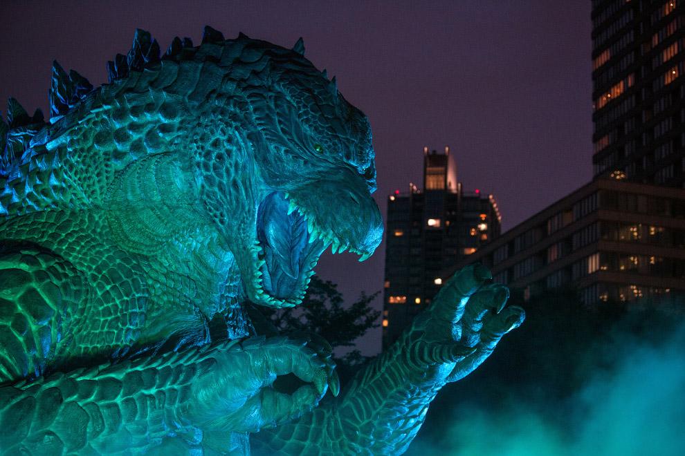 В Токио состоялась премьера голливудской киноверсии «Годзиллы»