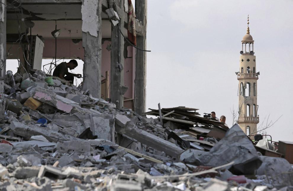 Руины древнего города Газа спустя ровно месяц после начала войны