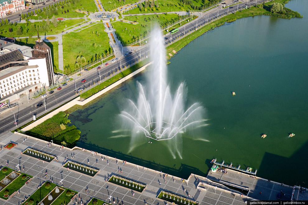 Фонтан на озере Кабан с высотой подъема воды до 50 метров