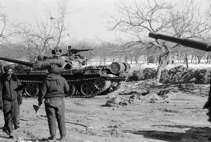 Советские танки около Кабула