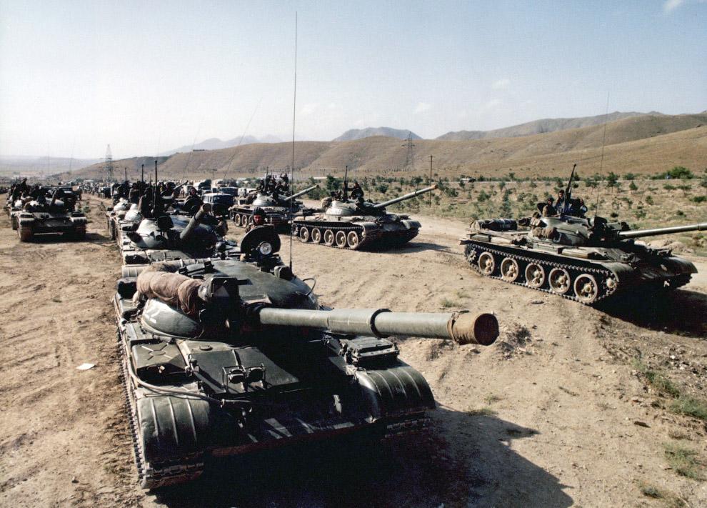 Советские войска на пути в Афганистан в середине 1980-х годов