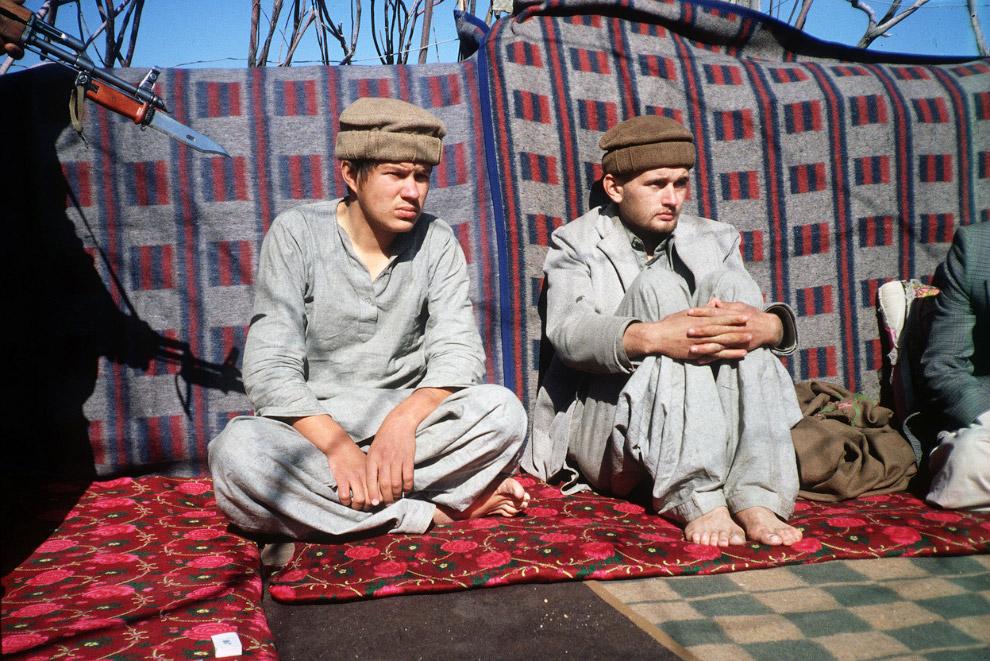 Два советских солдата, взятых в плен