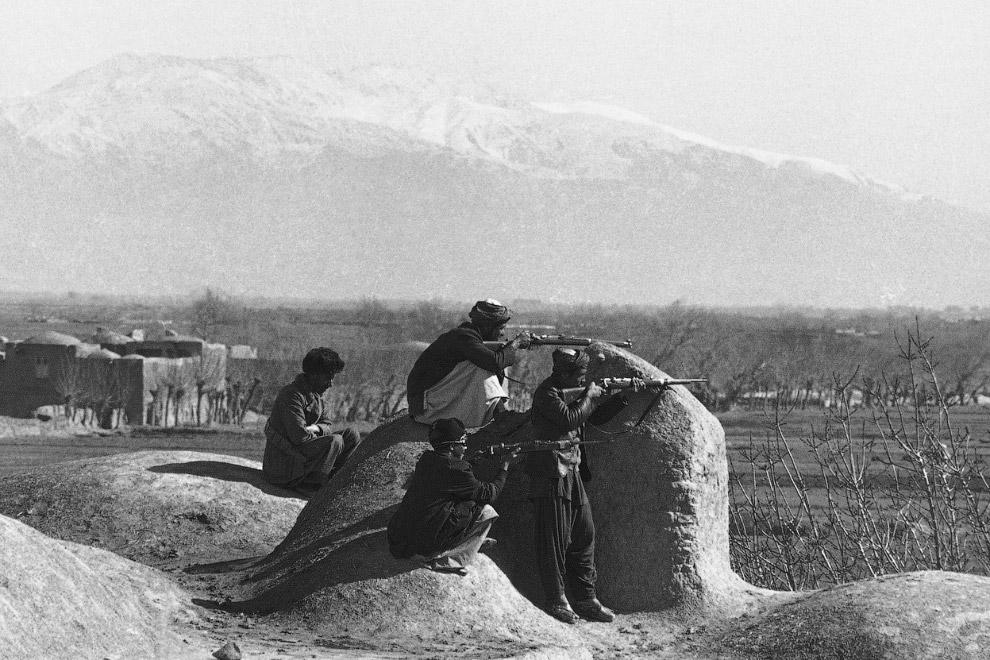 Моджахеды в 10 километрах от Герата, поджидают советский конвой