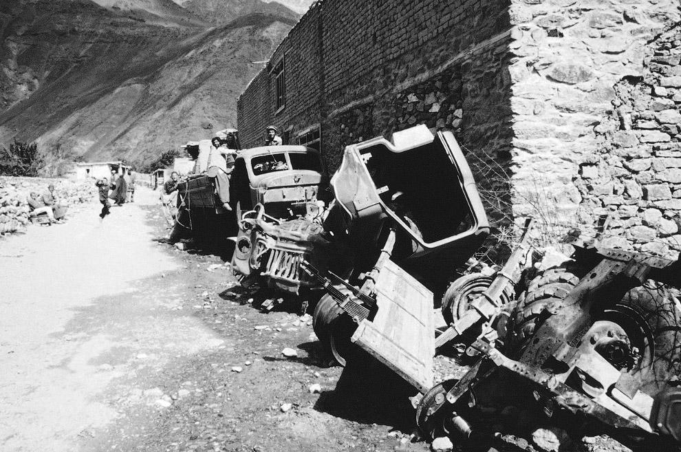 Искореженные советские автомобили на северо-востоке Пакистана