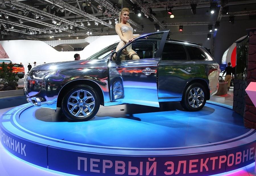 Первый серийный электровнедорожник Mitsubishi Outlander PHE