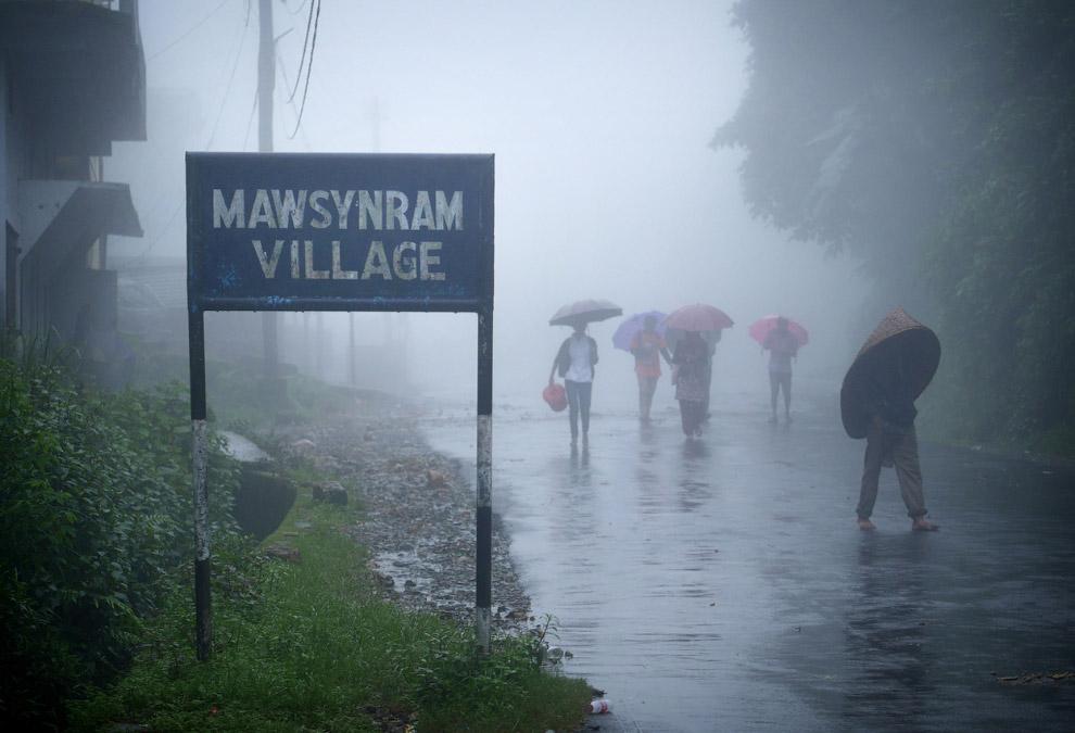Въезд в городок Мосинрем. И снова проливной дождь
