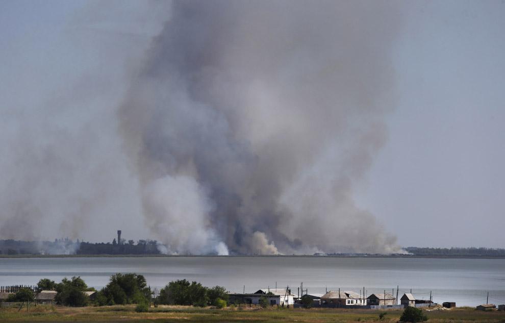 Артобстрел Новоазовска на востоке Украины