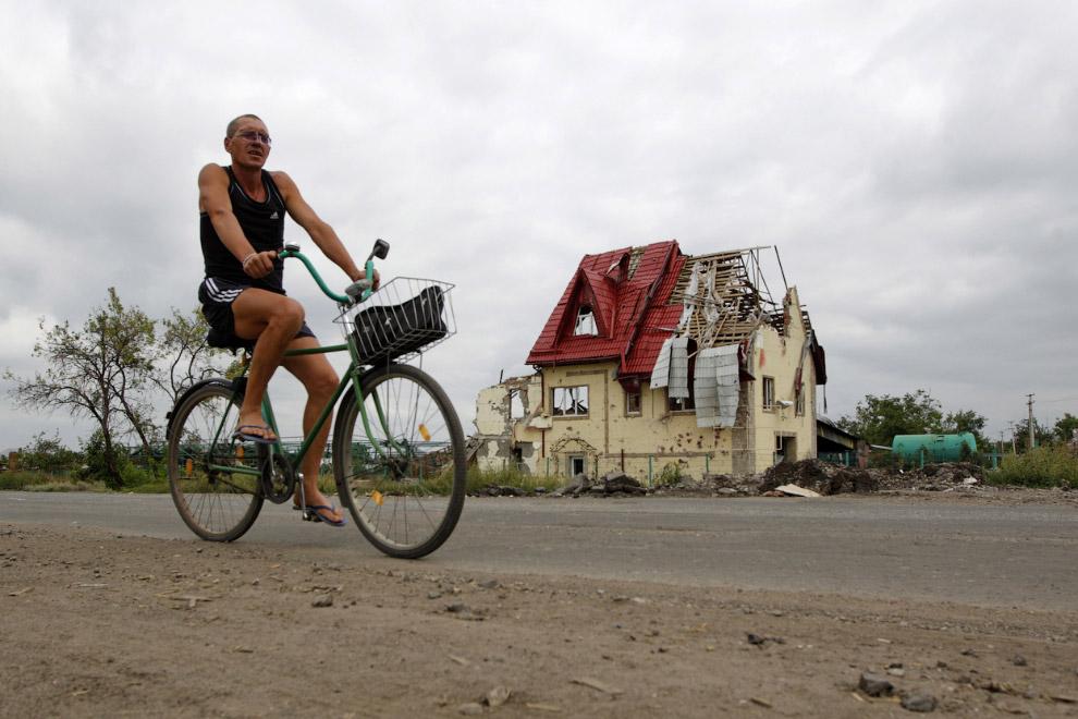 Разрушенный дом в Славянске