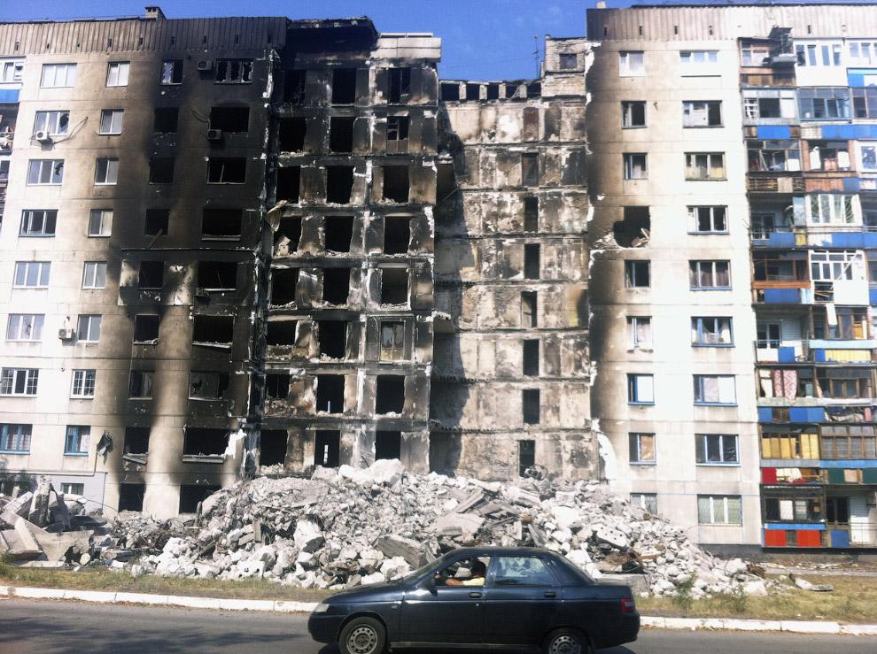В жилой дом попала ракета. Лисичанск в Луганской области Украины