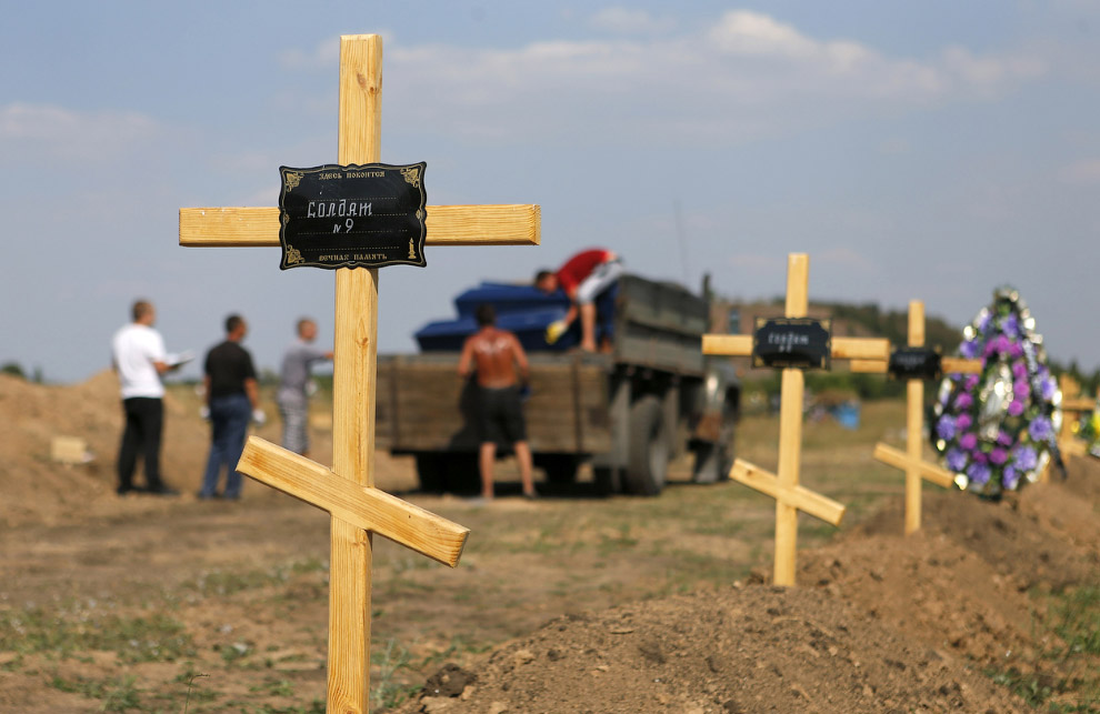 Могилы повстанцев на краю Донецка