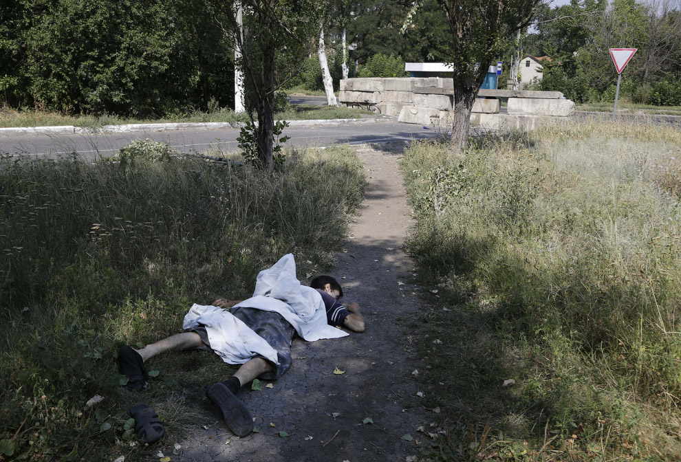 Погибший мальчик в Донецка после артобстрела