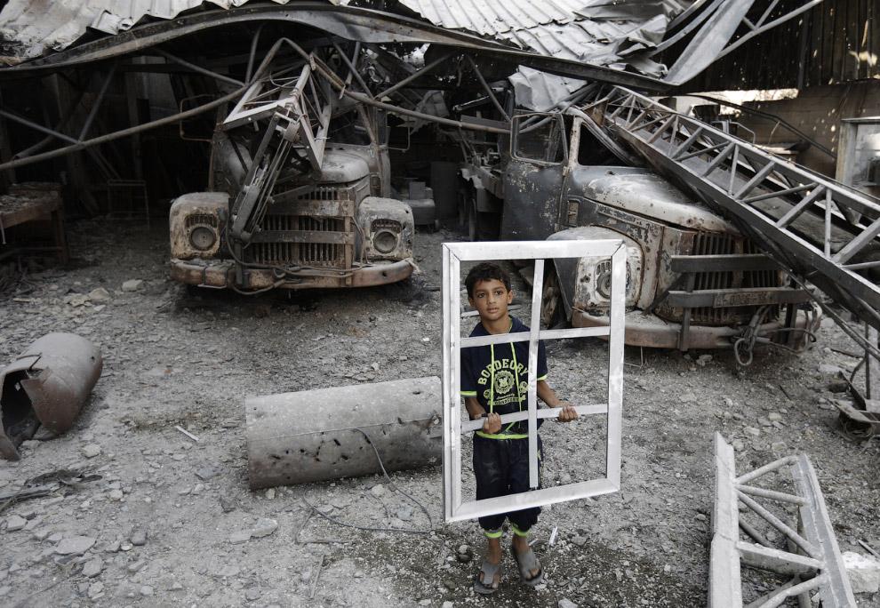 Израильская армия стреляет из орудий по сектору Газа
