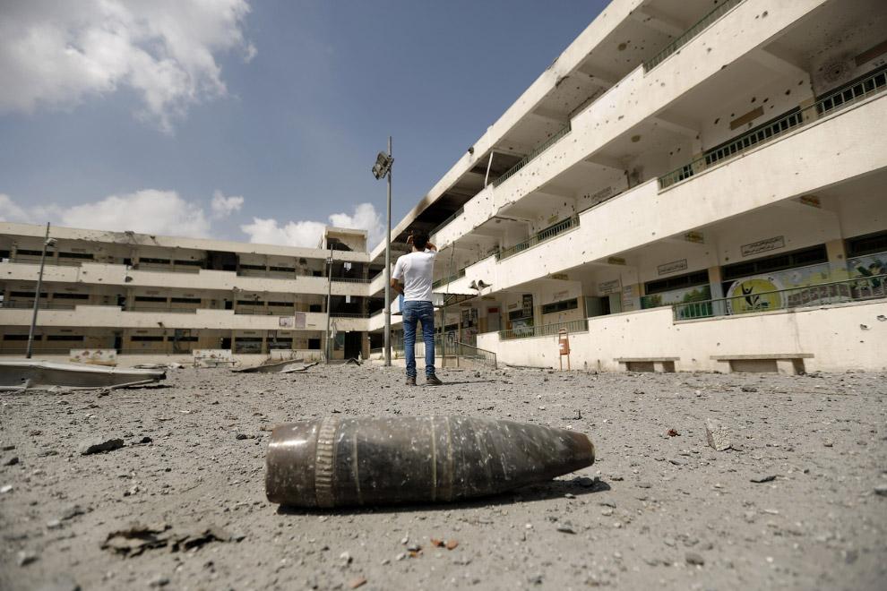Израильская армия разбрасывает листовки, предупреждая жителей Газа о предстоящей бомбардировки территории и призывая их покинуть свои дома
