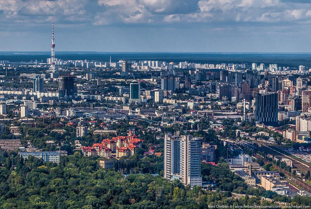 Протасов Яр, башни БЦ «Горизонт-Парк» и телевышка