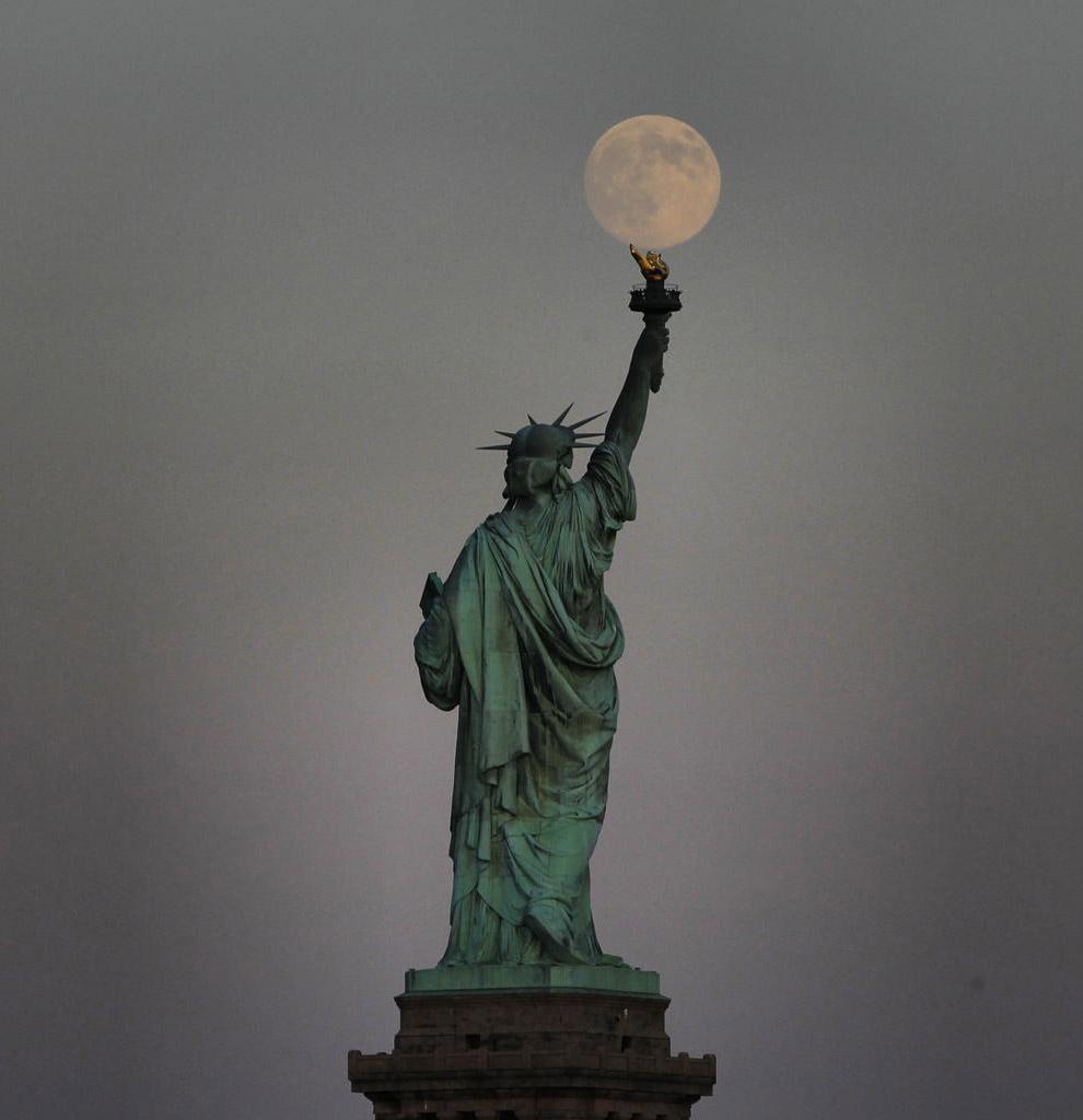 Суперлуние и Статуя Свободы