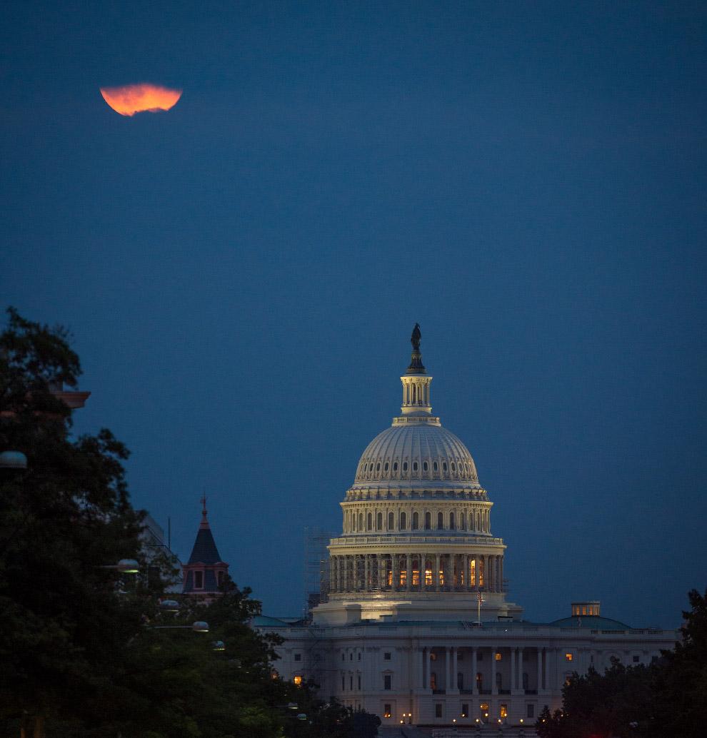Суперлуние в Вашингтоне