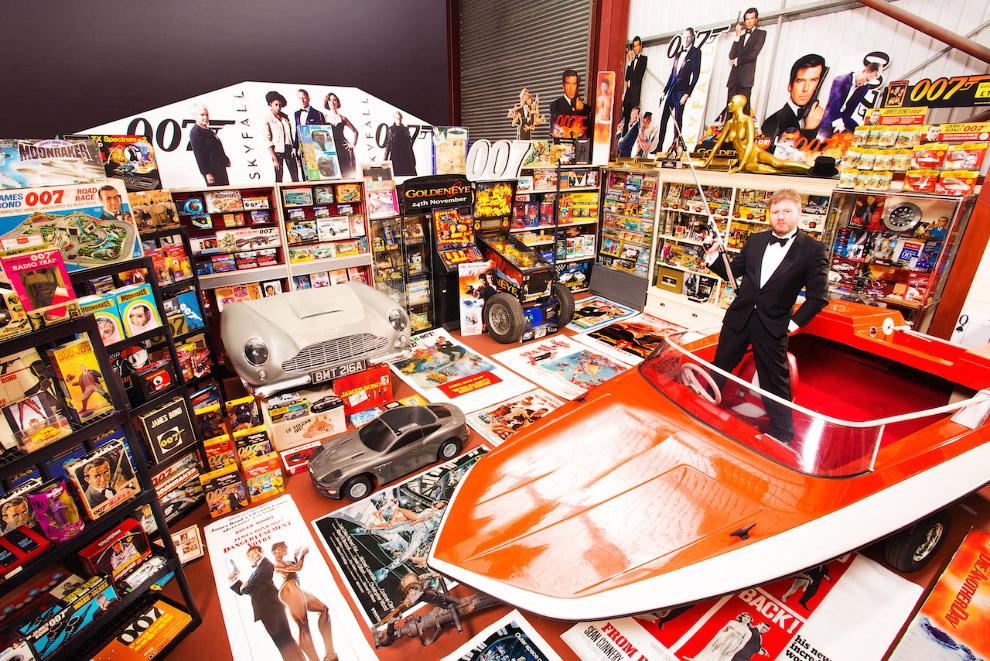 Самый большой поклонник Джеймса Бонда в мире живет в английском графстве Ланкашир