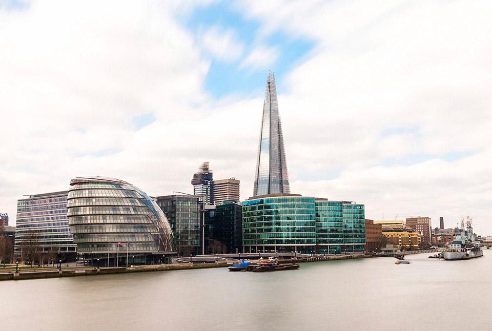 Небоскреб Осколок и мэрия в Лондоне