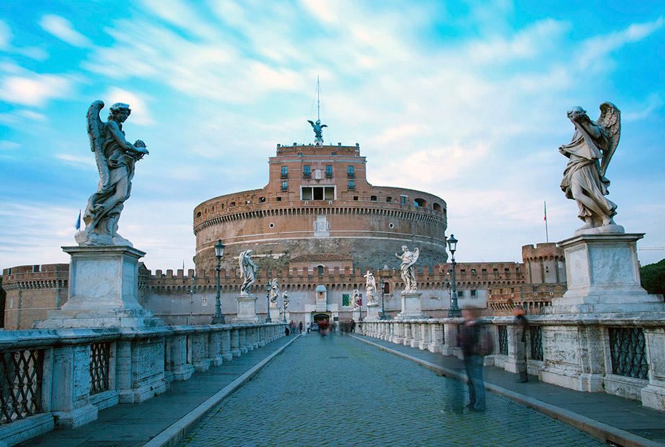 Замок Сан-Анджело, Италия