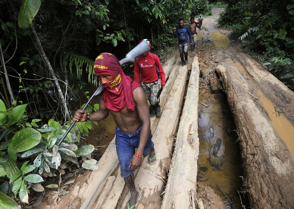 У воинов джунглей Амазонки есть не только лук и стрелы