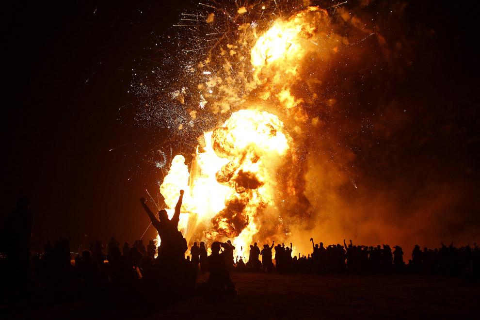 Горящий человек исчезает, самый необычный в мире фестиваль подходит к концу