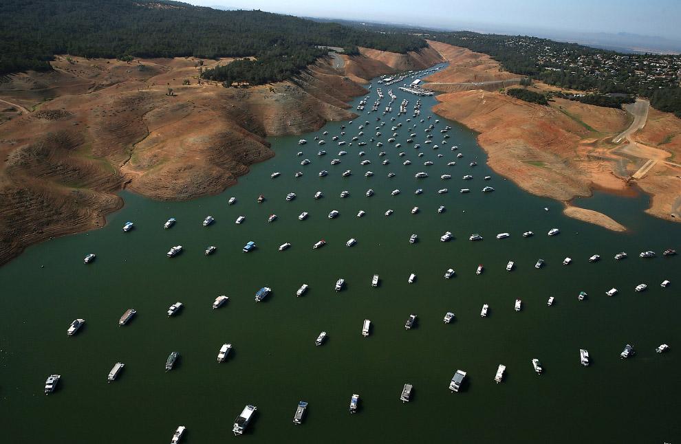 Низкий уровень воды в озере Оровиль, Калифорния
