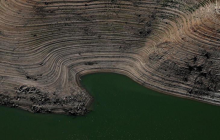 Кольца на берегу озера Оровиль